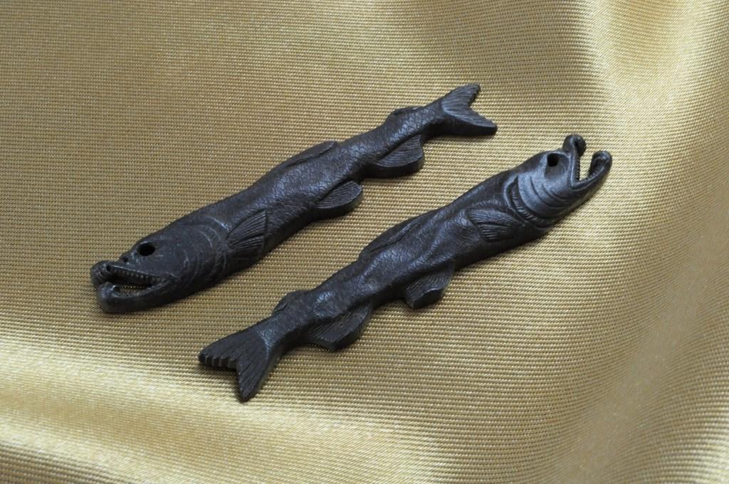 salmon menuki (3)