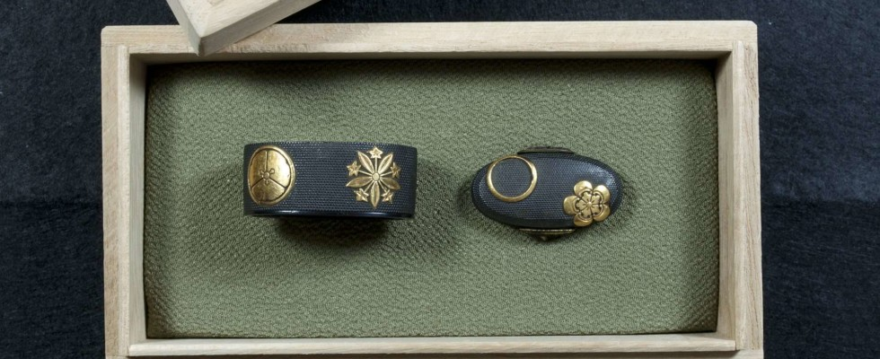 Fuchi Kashira Nanako and gold Kamon